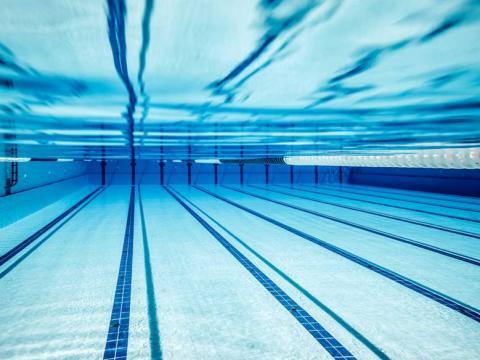 piscine à 500m du camping les ecrins